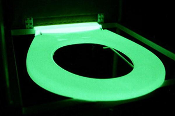 dark green toilet seat.  Glow in the Dark Toilet Seat to Light Up Your Night